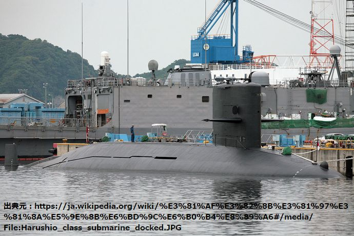Harushio_class_submarine_docked