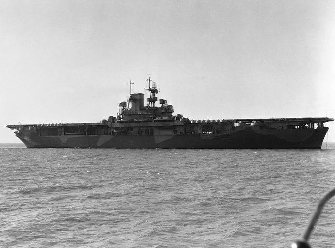 USS_Wasp_(CV-7)_off_the_Norfolk_Navy_Yard_1942