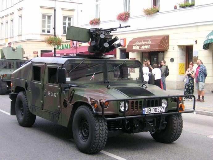 1280px-Warsaw_Hummer_03