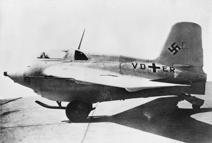 Messerschmitt_Me_163_V8_on_the_ground