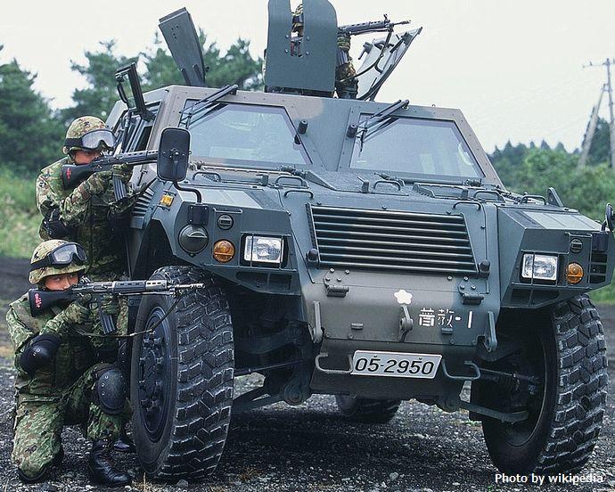 軽装甲機動車_(8464154507)