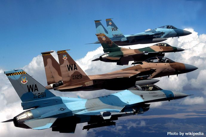 1280px-USAF_Agressor_Flight