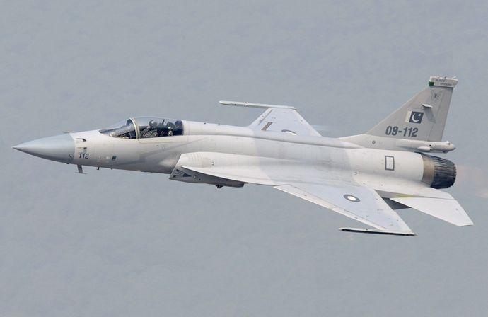 Pakistan_JF-17_(modified)