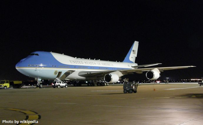 Air_Force_One_at_the_night