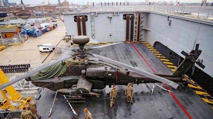 Apache-HMS-Queen-Elizabeth-aircraft-lift
