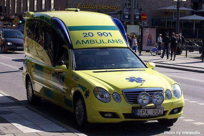 800px-Swedish_Ambulance_Binz_A2003_VF211_facelift
