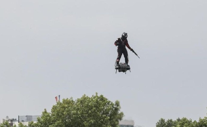 190714203753-03-bastille-day-flyboard-full-169