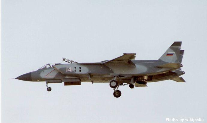 Yakovlev_Yak-141_at_1992_Farnborough_Airshow_(2)