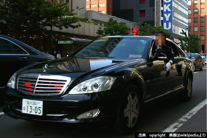 Mercedes-Benz_W221_S600_long_security_police