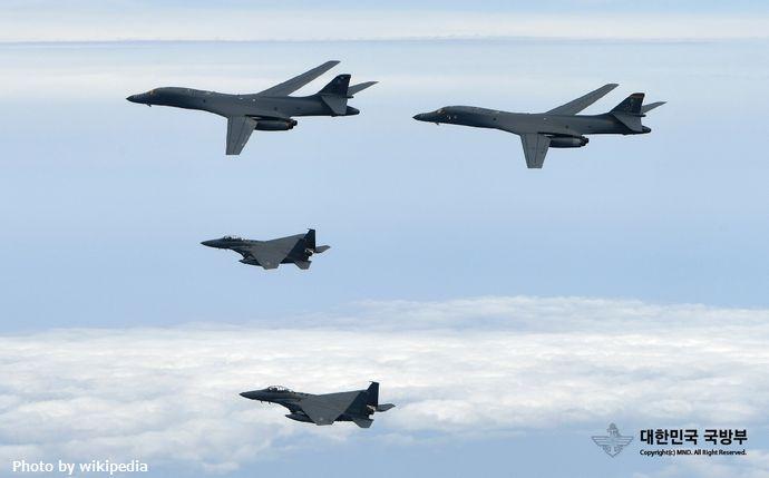 B-1B_Lancers_and_ROK_F-15K_(2)