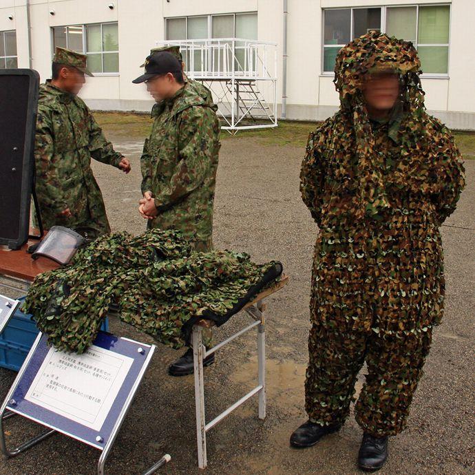 隠密行動用戦闘装着セット構成品の一部であるギリースーツ