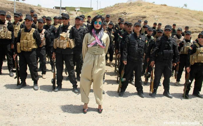 Helly_Luv_Visits_Peshmerga_troops2