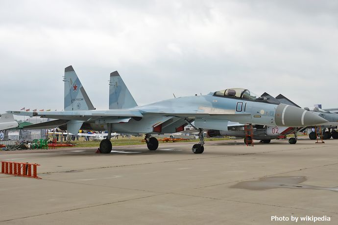 Russian_Air_Force,_01,_Sukhoi_Su-35S_(21257938899)