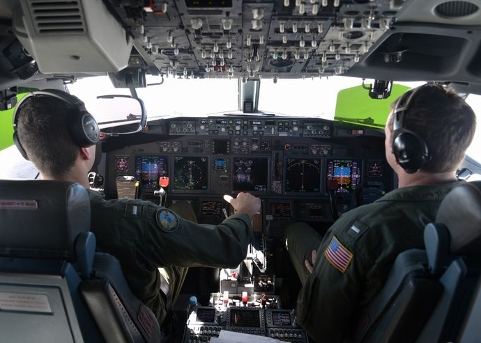 Cockpit_of_P-8A_Poseidon_of_VP-16_in_March_2014
