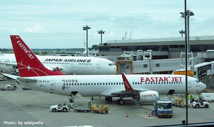 800px-Eastar_jet_Boeing_737-8BK_HL8035_20180913_104642