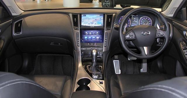 Nissan_Skyline_350GT_Hybrid_Type_SP_interior