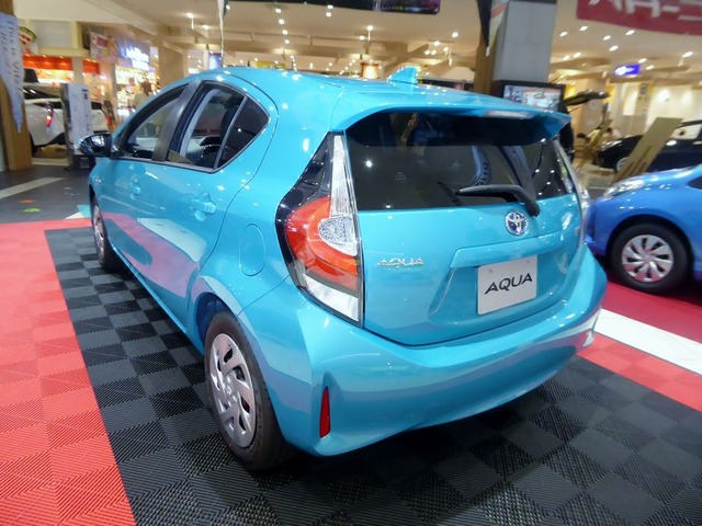 Toyota_AQUA_S_(DAA-NHP10)_rear