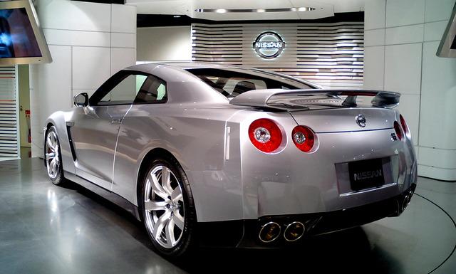 Nissan_GT-R_rear