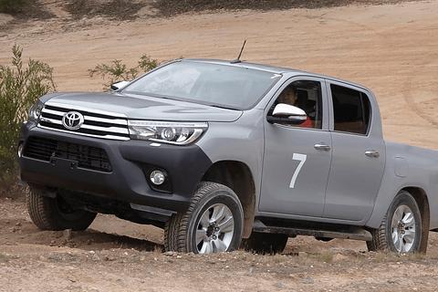 トヨタ、小型ピックアップトラック「ハイラックス」の新型をタイで発売