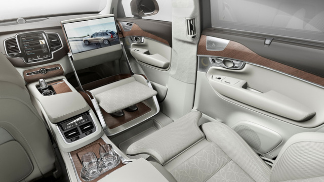 03-161513_volvo_xc90_excellence_lounge_console-932x524