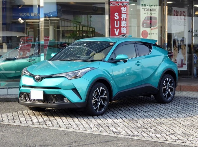 Toyota_C-HR_G-T_(DBA-NGX50-AHXEX)_front