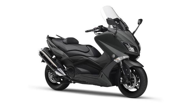 2016-Yamaha-T-MAX-ABS-EU-Sonic-Grey-Studio-001