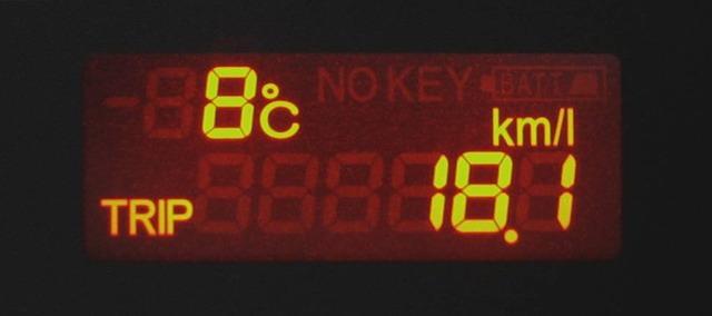 2006_Honda_Airwave_fuel_efficiency_meter