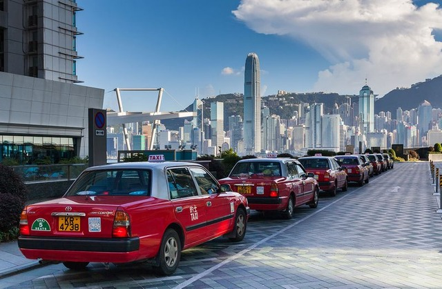 1280px-Kowloon_Waterfront,_Hong_Kong,_2013-08-09,_DD_05