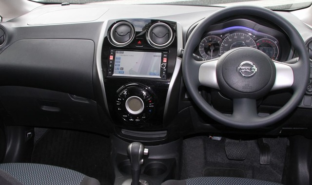 Nissan_Note_X-DIG-S_interior