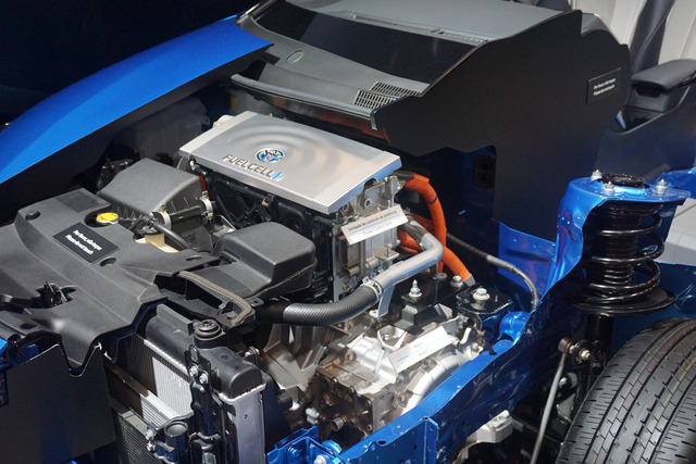 Toyota_Mirai_power_control_unit_and_electric_motor_SAO_2016_9019