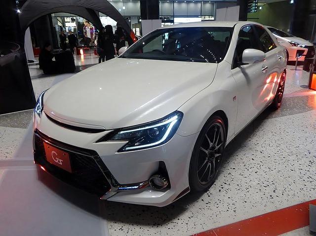 800px-Toyota_MARK_X_350S_G's__(DBA-GRX133-VLJBTS)_front