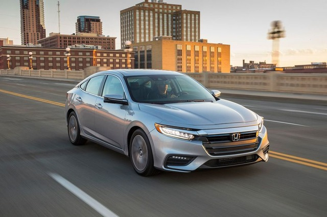 2019-Honda-Insight-front-three-quarter-in-motion-09 (1)