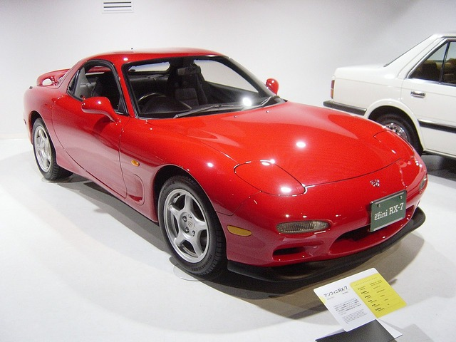 1280px-Mazda-rx7-3rd-generation01