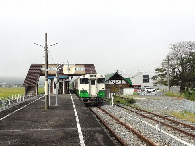 1280px-Yanaizu_Station_Platform_20120907