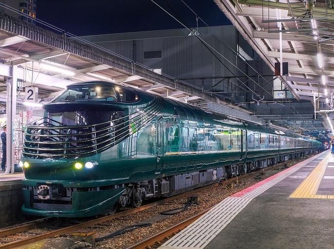 1280px-Twilight_Express_Mizukaze_Hiroshima_Station_201707012