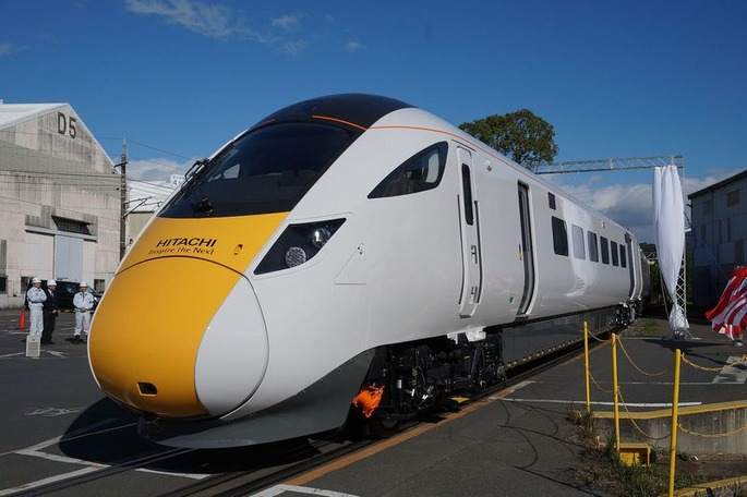 1920px-Hitachi_Class_800_unveiled_in_Japan_(1)