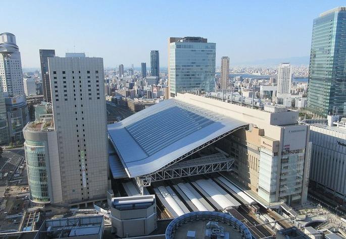 1280px-JR_Osaka_Station_20151226