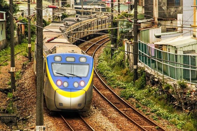 train-4838091_1280