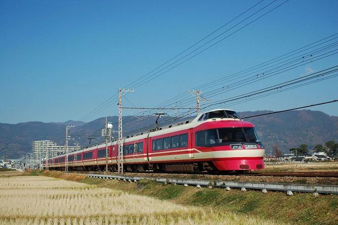 1280px-Odakyu_Erectric_Railway_7000renewal