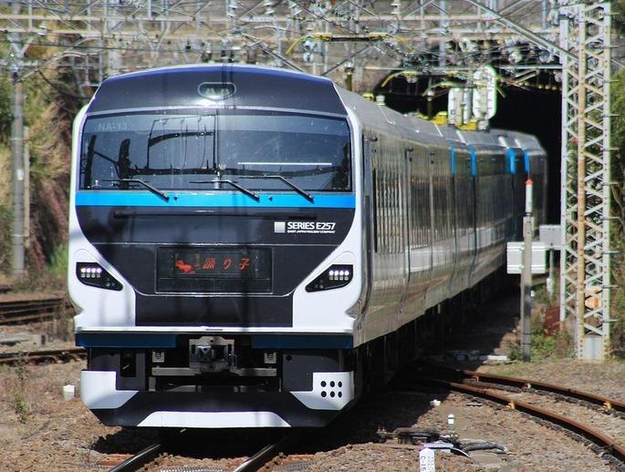 1280px-JR_East_E257-2000_Atami_Odoriko_2020-3-21