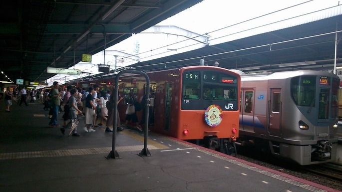 鶴橋駅_ホームから撮影した201系大阪駅マーク付きと225系