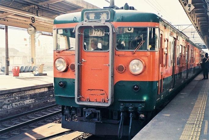 JRE_115_at_Utsunomiya_Station_198712