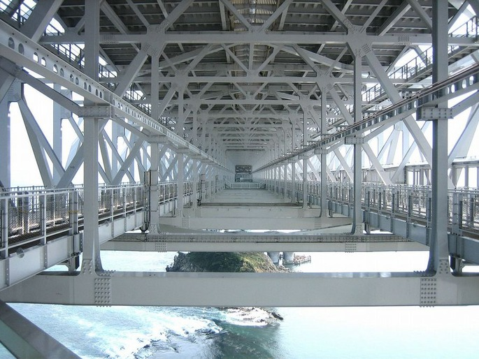 1280px-Oh_Naruto_Bridge_inside