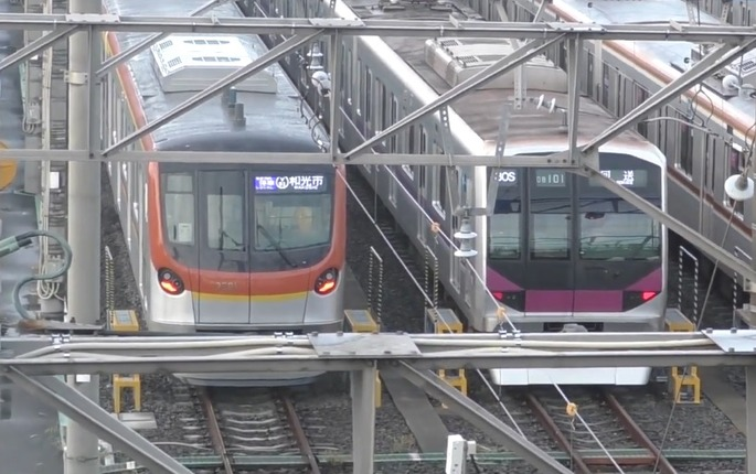 Tokyo_Metro_17000_series_and_08_series_20200516