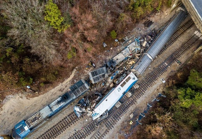 south-carolina-train-crash-7-ap-jt-180204_16x11_992