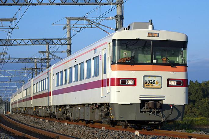 Tobu_Railway_300_Limited_Express_Kirifuri