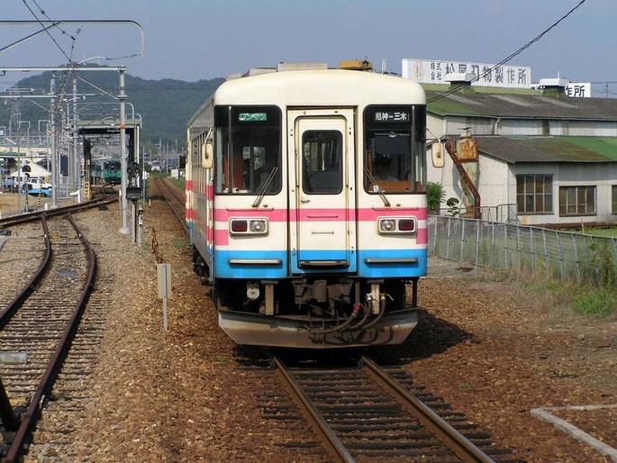 三木鉄道_終着_厄神駅へ入る車両15:50着P8260281