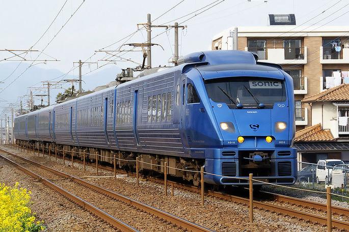 800px-Kyushu_Railway_-_Series_883_-_02