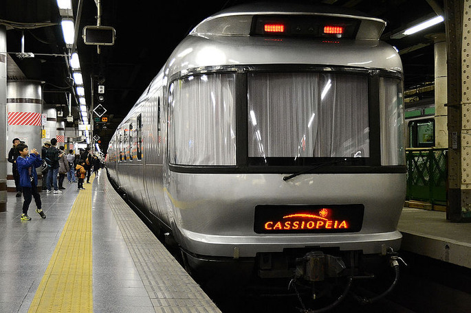Cassiopeia_sleeping_car_at_ueno_station