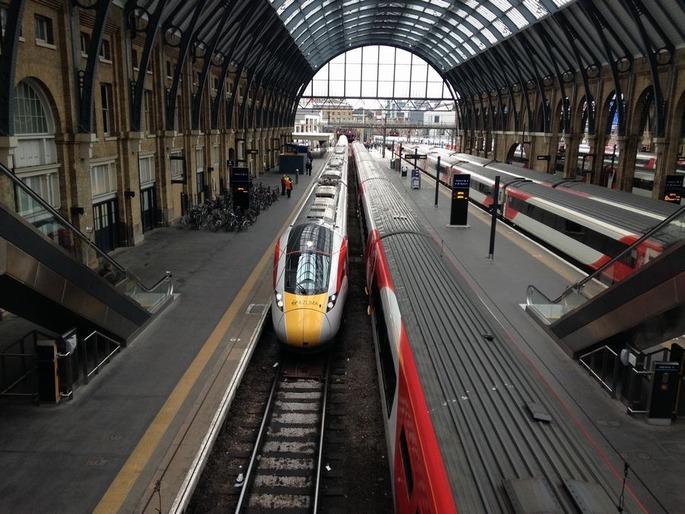 Virgin_Azuma_train_Kings_Cross